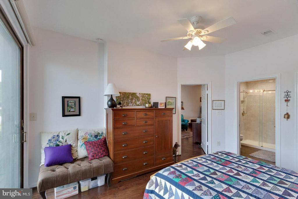 En-suite updated master bathroom - 11184 HARBOR CT, RESTON