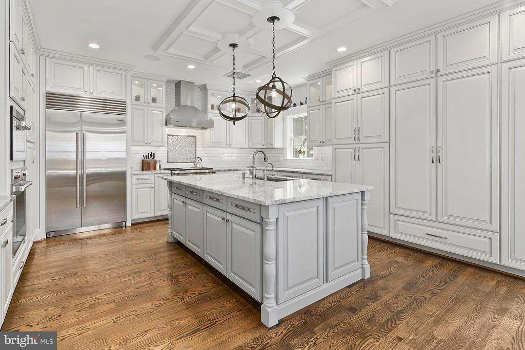 Gourmet kitchen: Wolf, Sub Zero and Bosch - 2408 16TH ST N, ARLINGTON