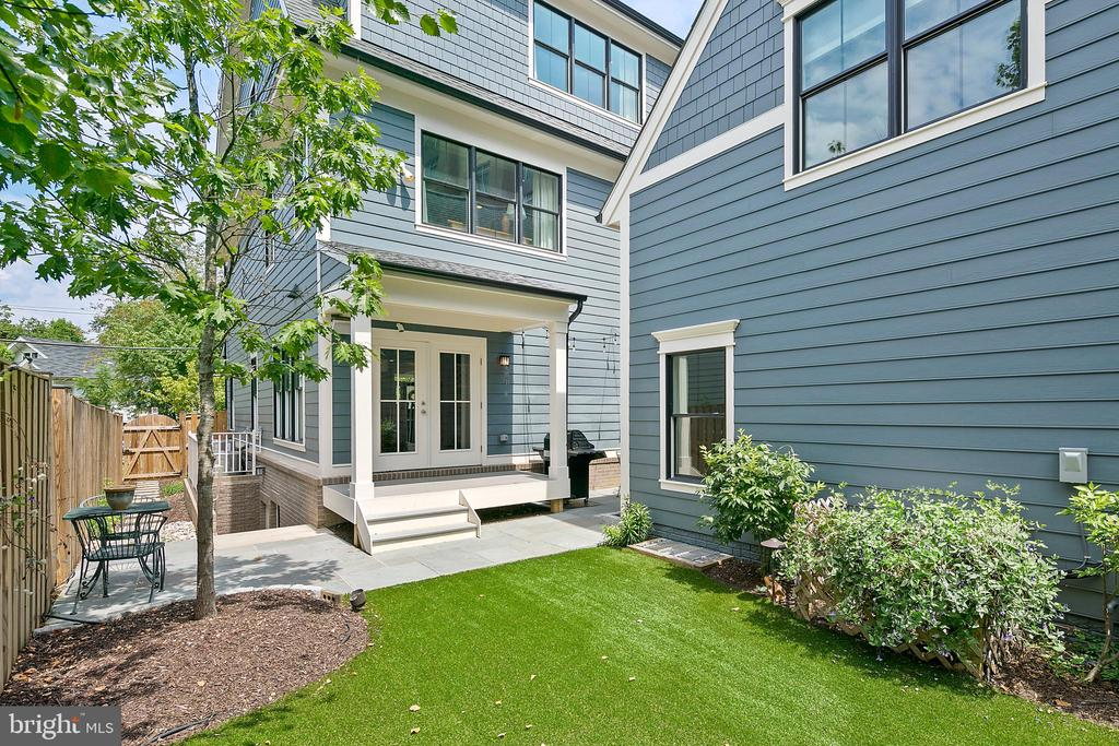 Exterior rear yard - 2408 16TH ST N, ARLINGTON