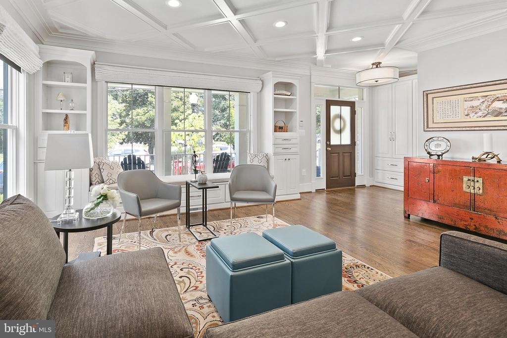 The perfect backdrop for the story of your life! - 2408 16TH ST N, ARLINGTON