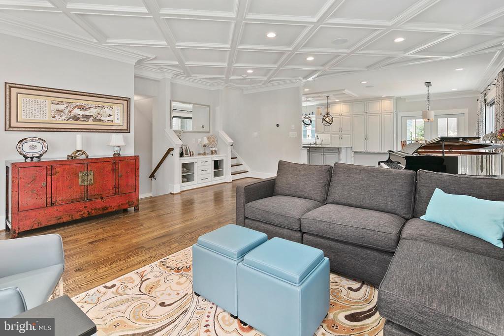 Light-filled open floor plan - 2408 16TH ST N, ARLINGTON