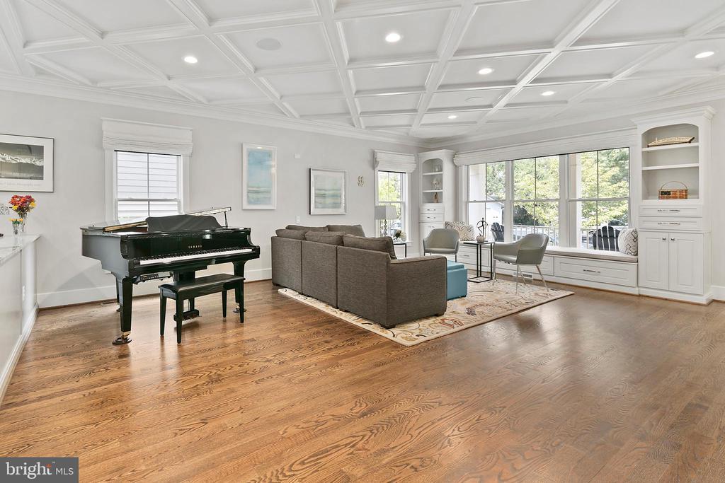 Gorgeous hardwood and oversized windows - 2408 16TH ST N, ARLINGTON