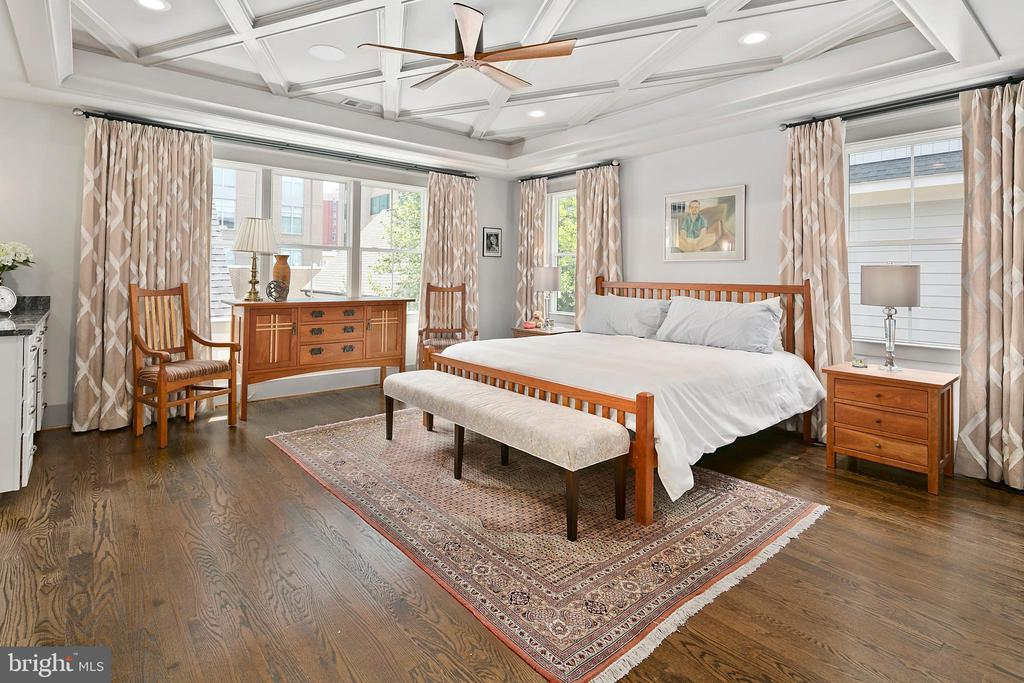 Luxurious owners retreat - 2408 16TH ST N, ARLINGTON