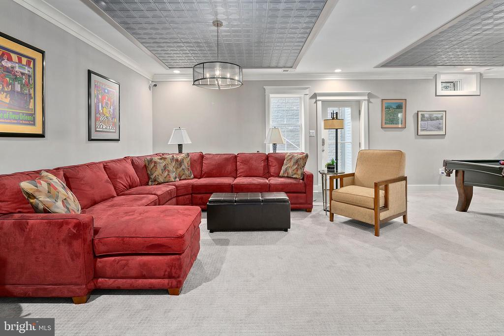 9-foot ceilings in walk-out lower level - 2408 16TH ST N, ARLINGTON