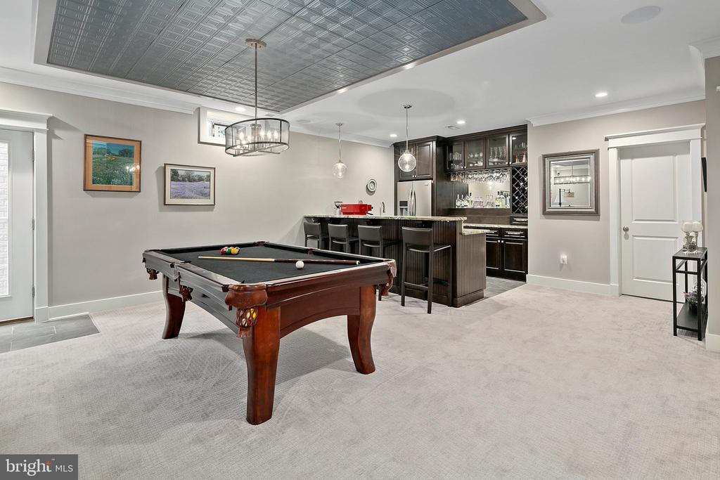 Game room, full bar spaces - 2408 16TH ST N, ARLINGTON