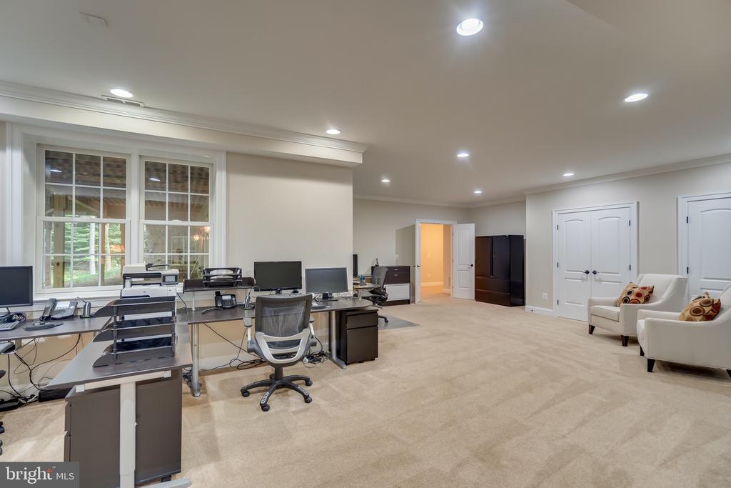 Office/craft/hobbies - 8305 CRESTRIDGE RD, FAIRFAX STATION