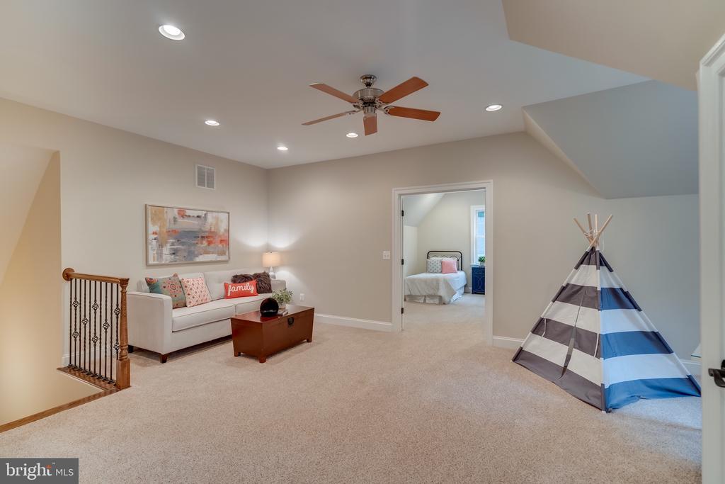 Play area/office,et  next to bedroom - 8305 CRESTRIDGE RD, FAIRFAX STATION