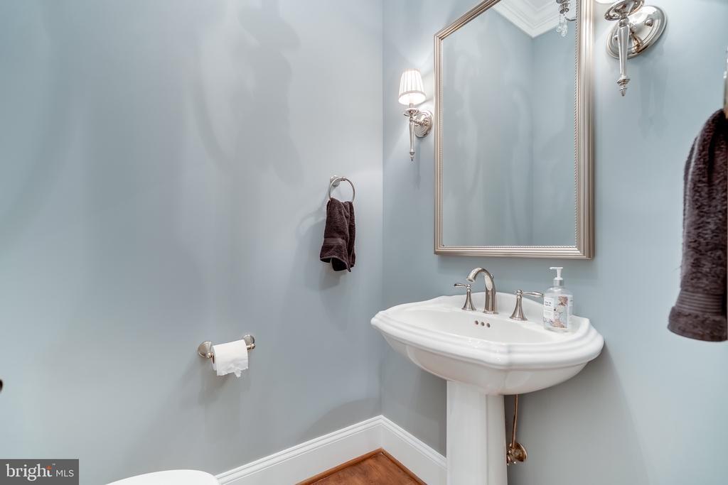 Half bath main level - 8305 CRESTRIDGE RD, FAIRFAX STATION