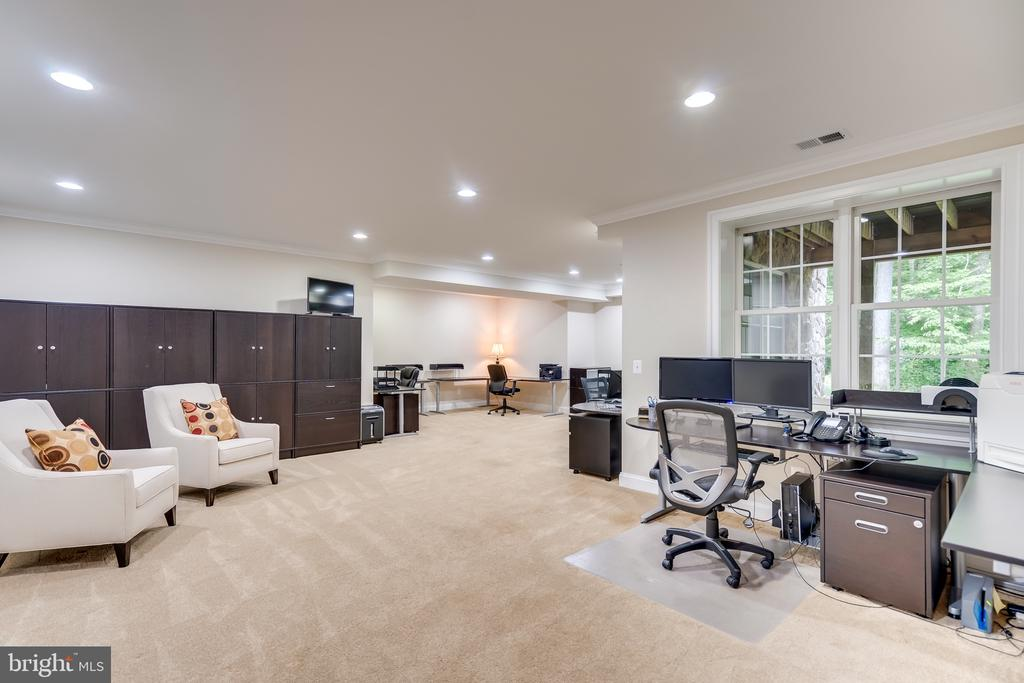 Large office area for home business - 8305 CRESTRIDGE RD, FAIRFAX STATION
