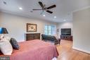 Large upstairs bedroom - 8305 CRESTRIDGE RD, FAIRFAX STATION