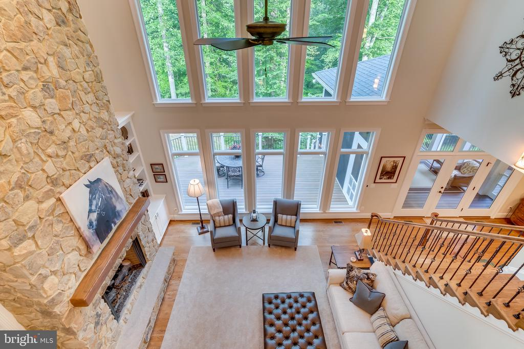 Two story family room - 8305 CRESTRIDGE RD, FAIRFAX STATION