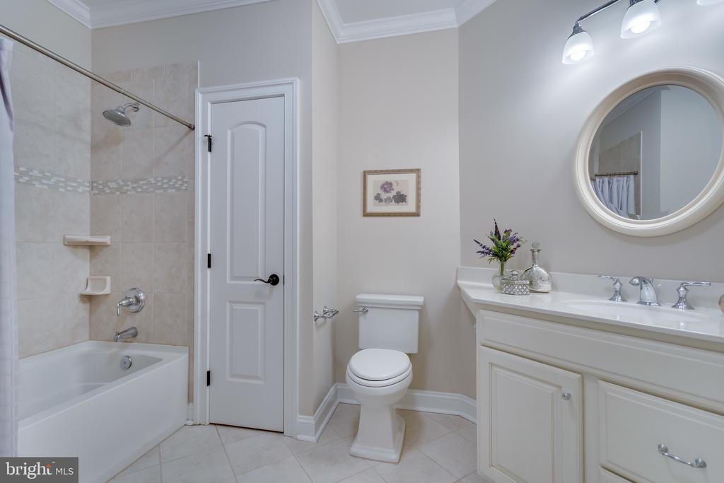 Guest bath - 8305 CRESTRIDGE RD, FAIRFAX STATION