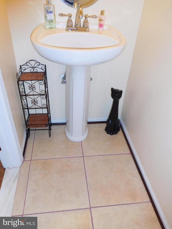 POWDER ROOM WITH CERAMIC TILE - 35 BLOOMINGTON LN, STAFFORD