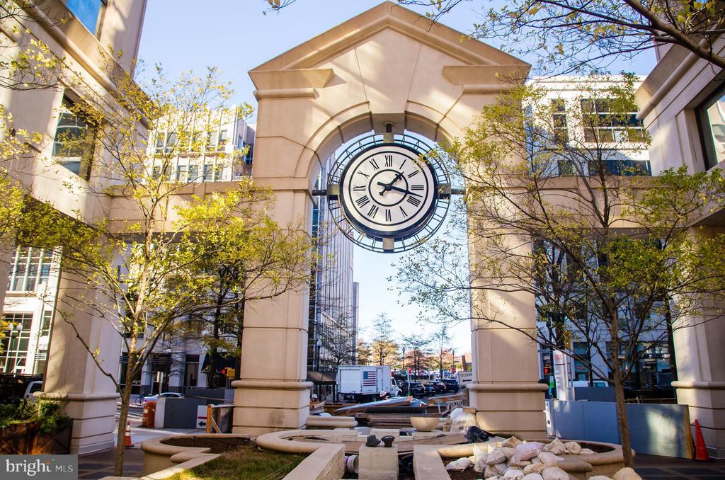 Courthouse metro plaza - 2408 16TH ST N, ARLINGTON