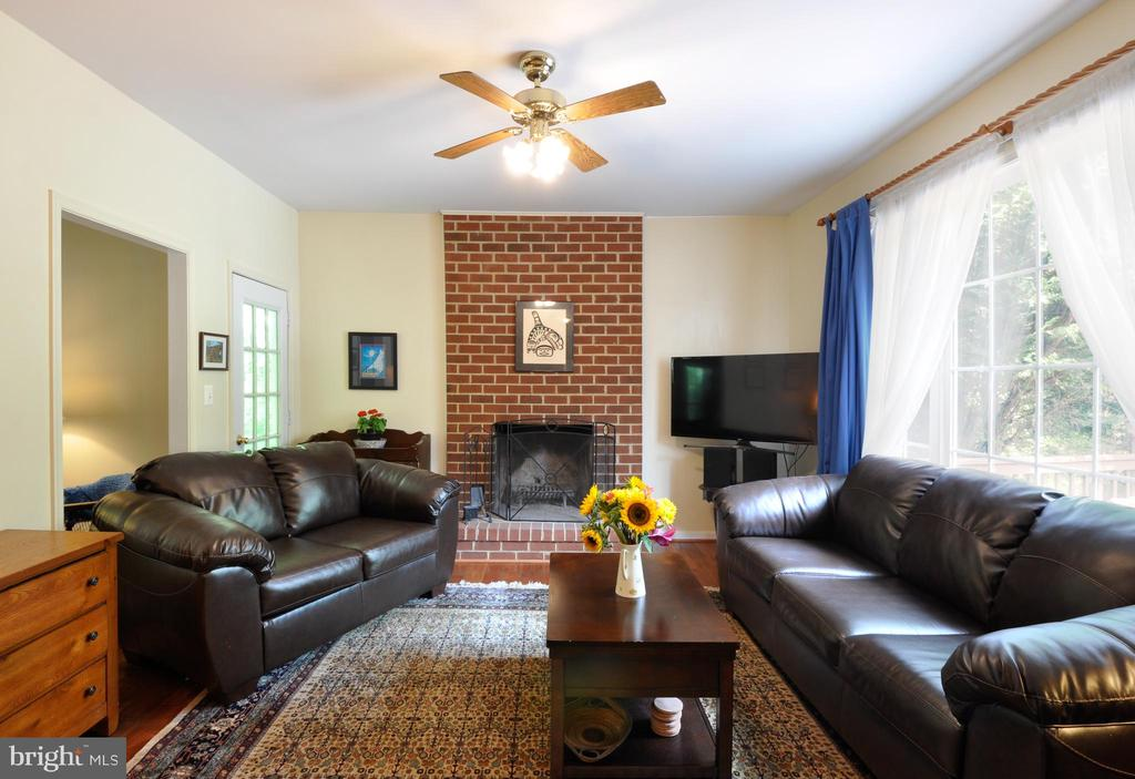FAMILY ROOM WITH WOOD BURNING FIREPLACE - 48 BROOKE CREST LN, STAFFORD