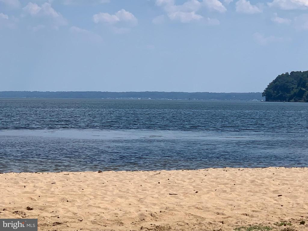 AQUIA LANDING BEACH - 48 BROOKE CREST LN, STAFFORD