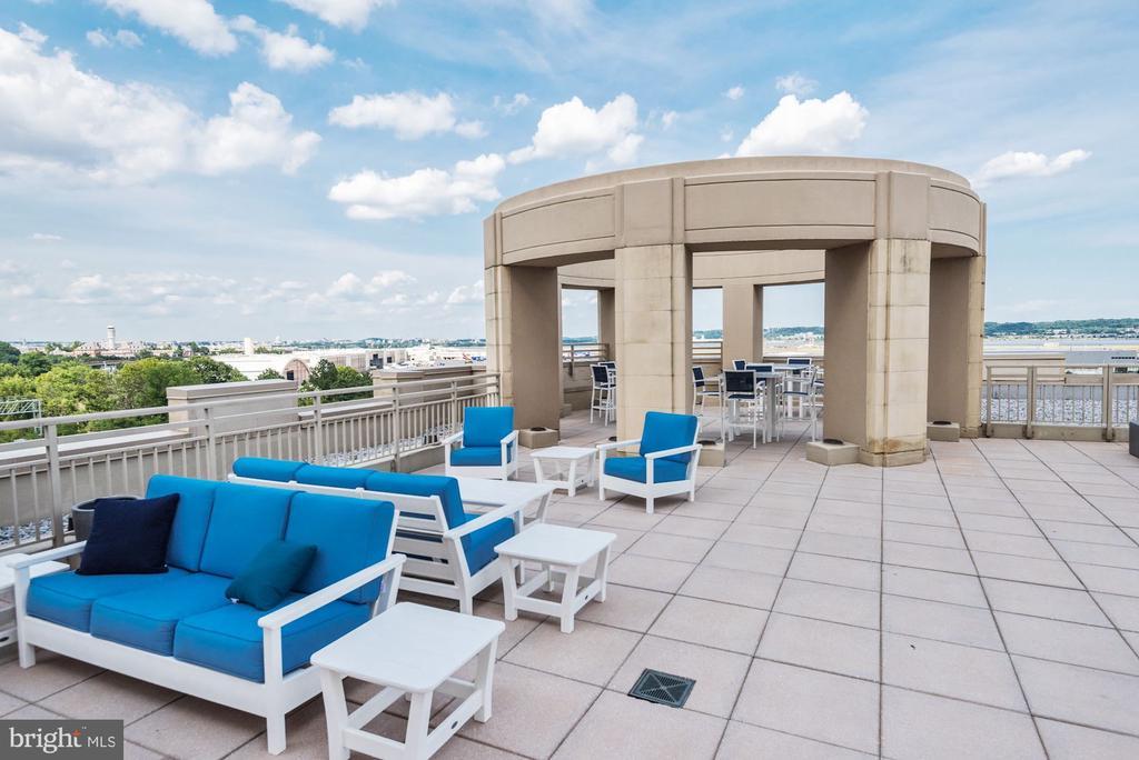 community terrace overlooking DC - 3600 S GLEBE RD #310W, ARLINGTON