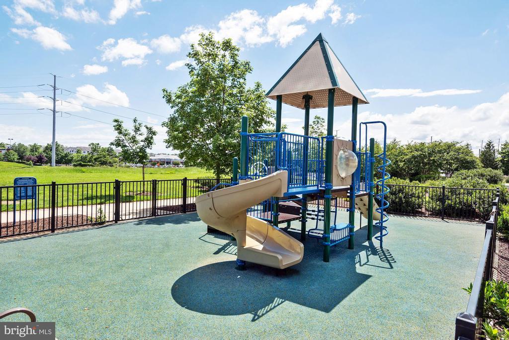 playground - 3600 S GLEBE RD #310W, ARLINGTON