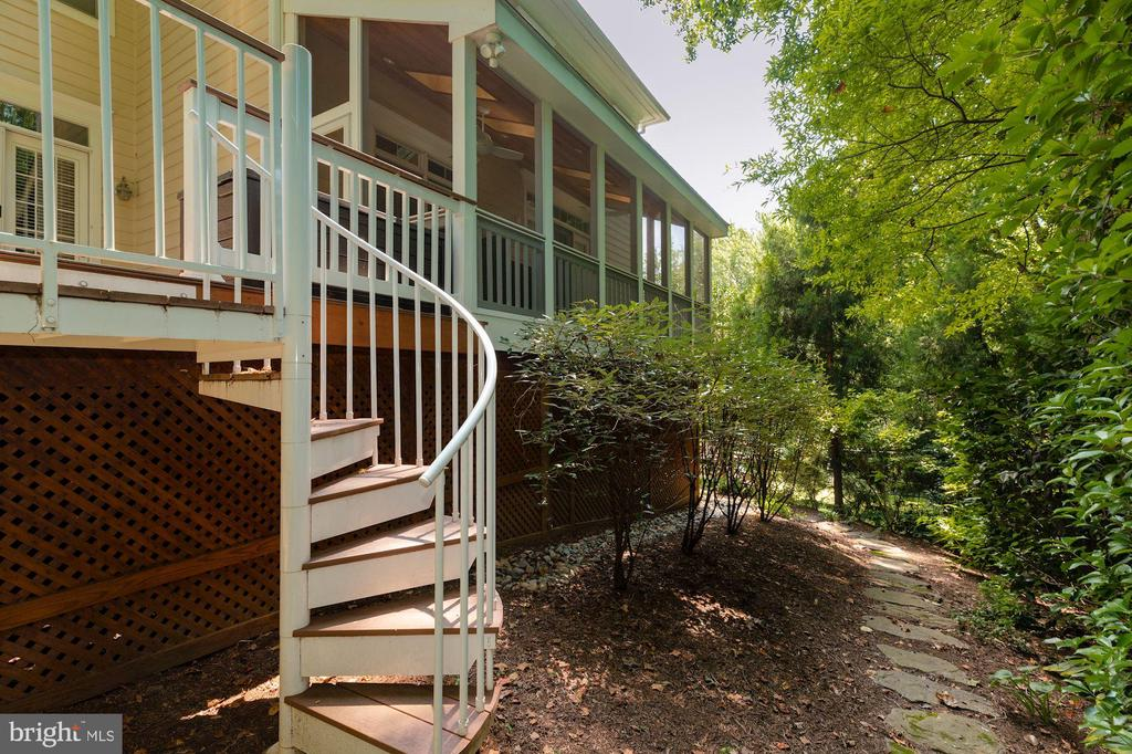 Private, Wooded & Low-Maintenance Backyard - 3406 N DICKERSON ST, ARLINGTON