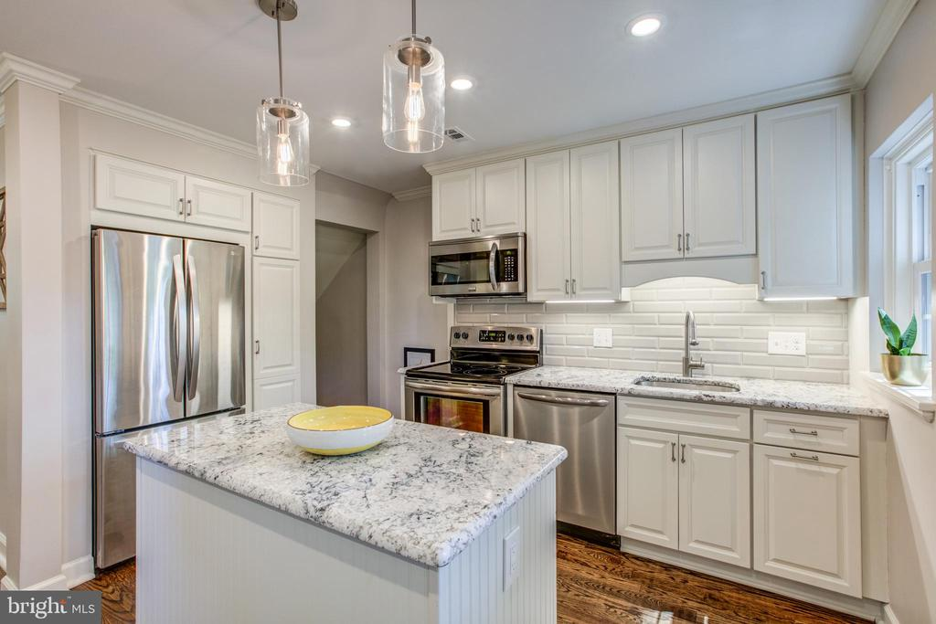 Stunning Gourmet Kitchen - 4318 36TH ST S, ARLINGTON