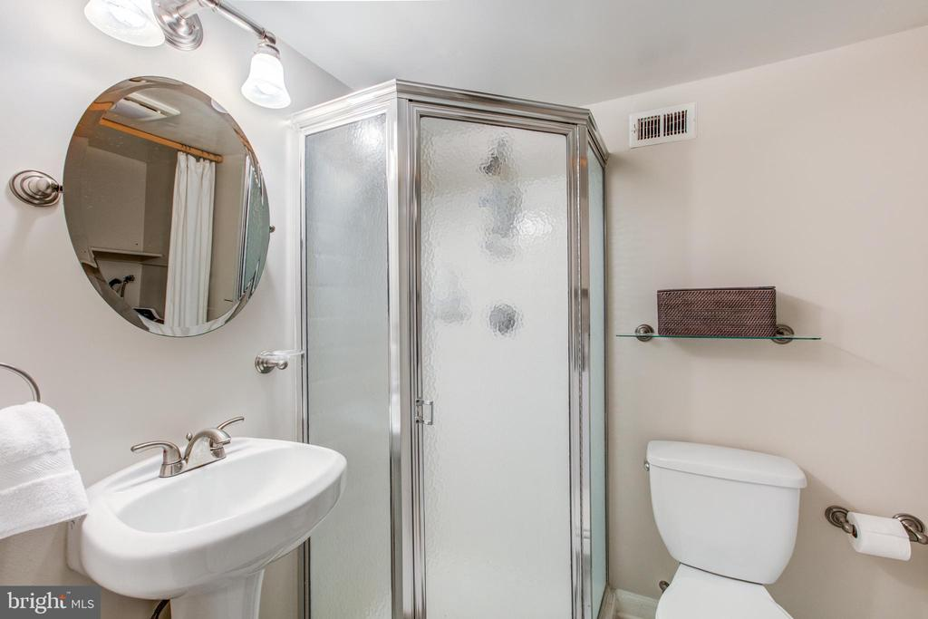 Renovated Full Bath Steps from Den Used as BR - 4318 36TH ST S, ARLINGTON
