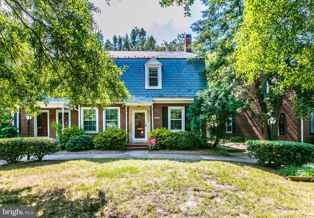 Lovely Curb Appeal - 4318 36TH ST S, ARLINGTON