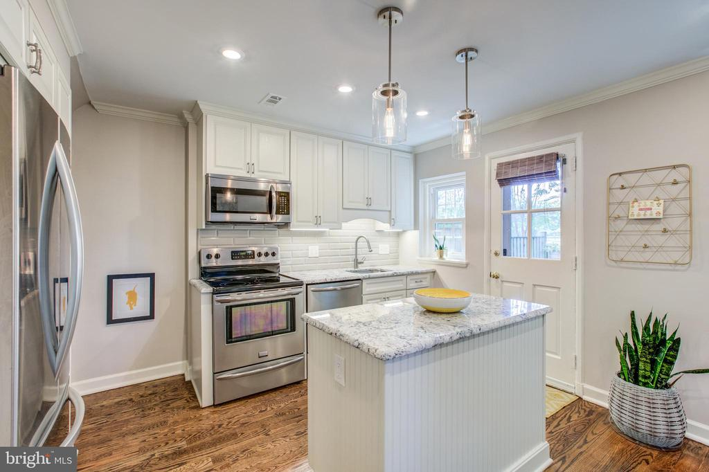 The Fairlington Gourmet Kitchen Everyone Wants - 4318 36TH ST S, ARLINGTON