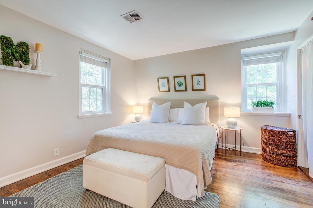 Master Bedroom Oasis w/ Illuminating Natural Light - 4318 36TH ST S, ARLINGTON