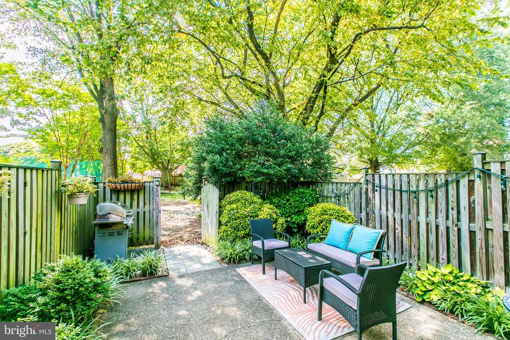 Exquisite Private Patio - 4318 36TH ST S, ARLINGTON