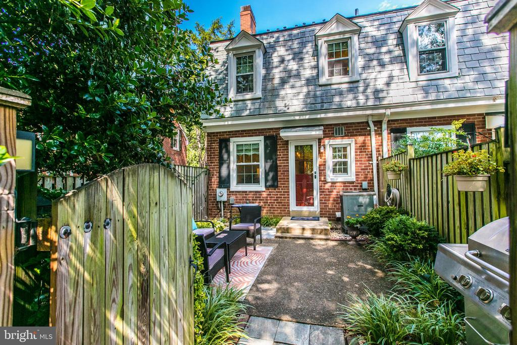 Large Private Patio - 4318 36TH ST S, ARLINGTON