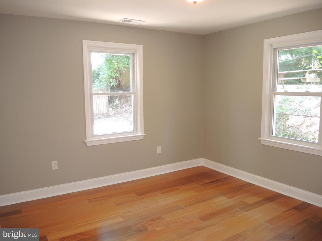 main level bedroom - 6914 SHEPHERD ST, HYATTSVILLE