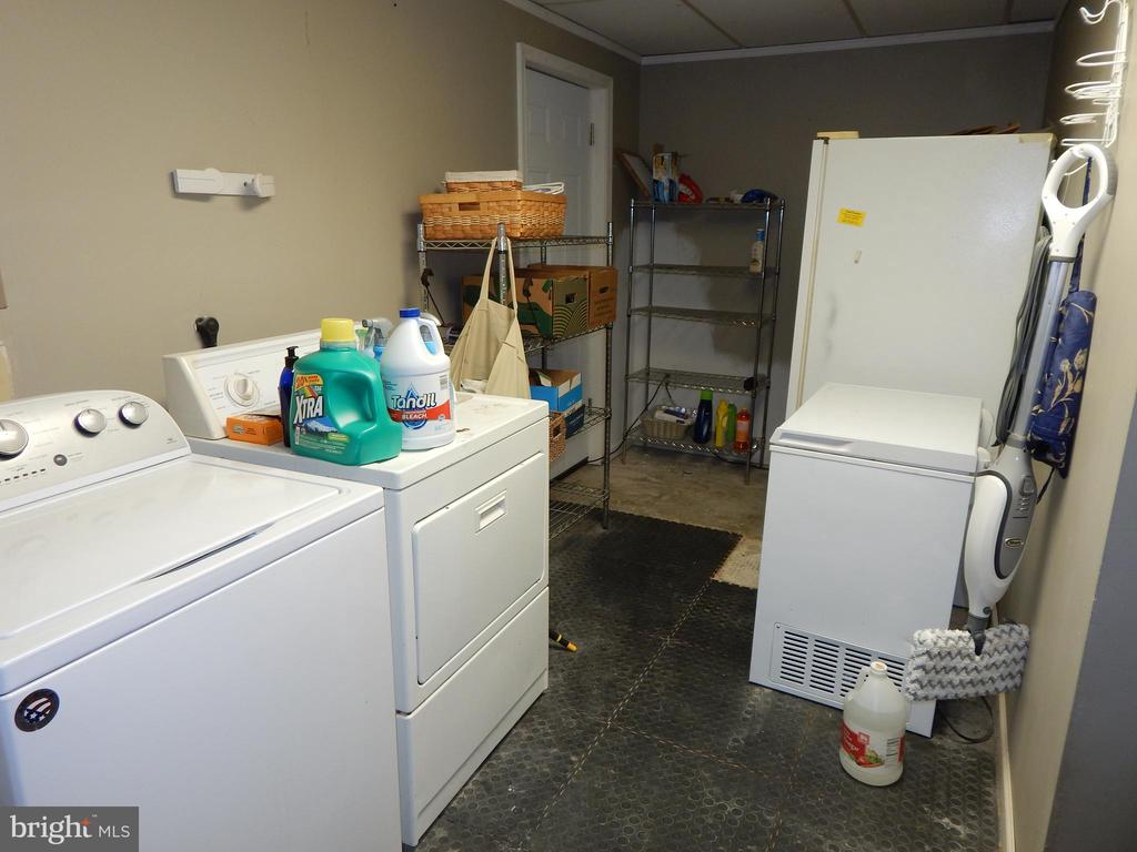 View of BIG laundry room - 6200 MASSAPONAX DR, FREDERICKSBURG