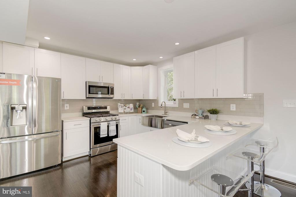 Bright kitchen with all the extras - 535 N GEORGE MASON DR, ARLINGTON
