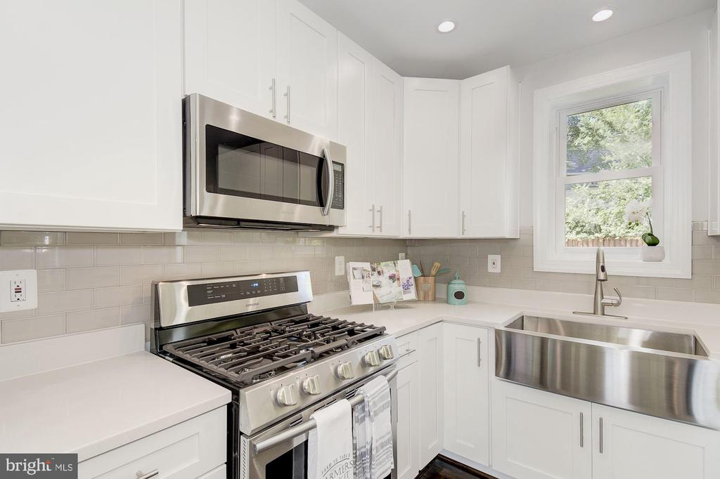 New stainless appliances, awesome farm sink - 535 N GEORGE MASON DR, ARLINGTON