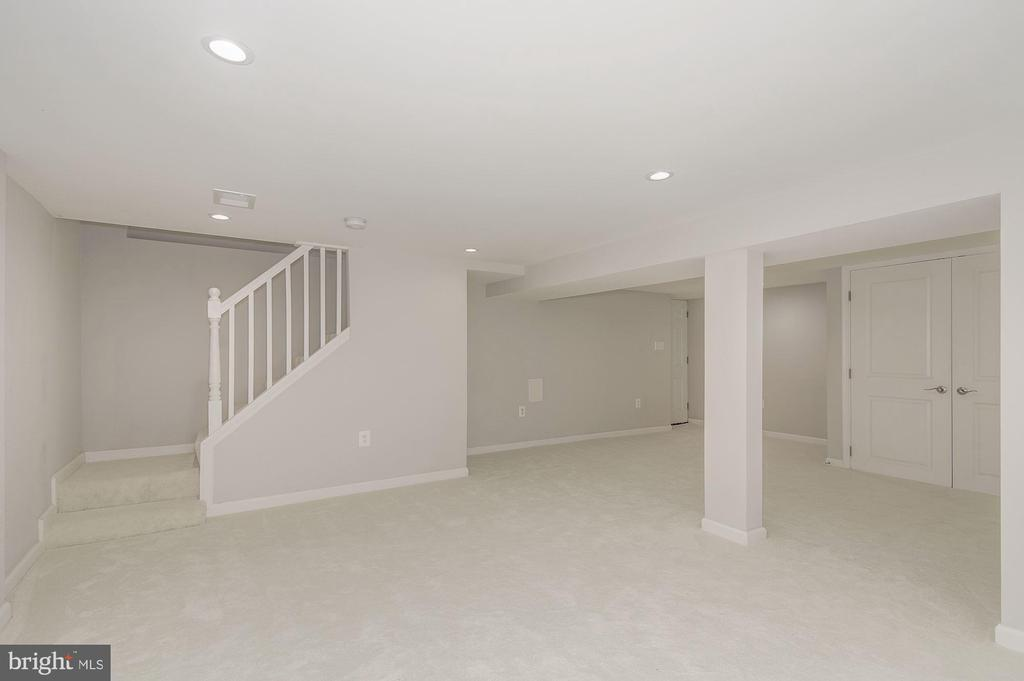 Fully finished walkout lower level - 535 N GEORGE MASON DR, ARLINGTON