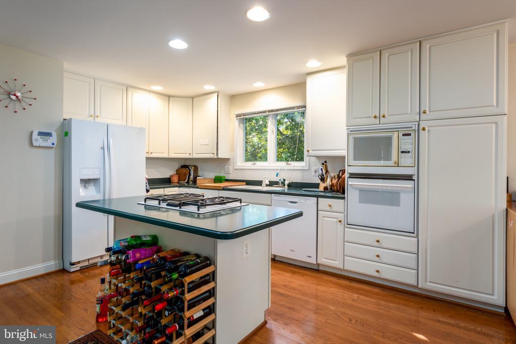 Kitchen - 11200 PAVILION CLUB CT, RESTON