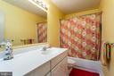 Upper Level Full Bath - 11200 PAVILION CLUB CT, RESTON