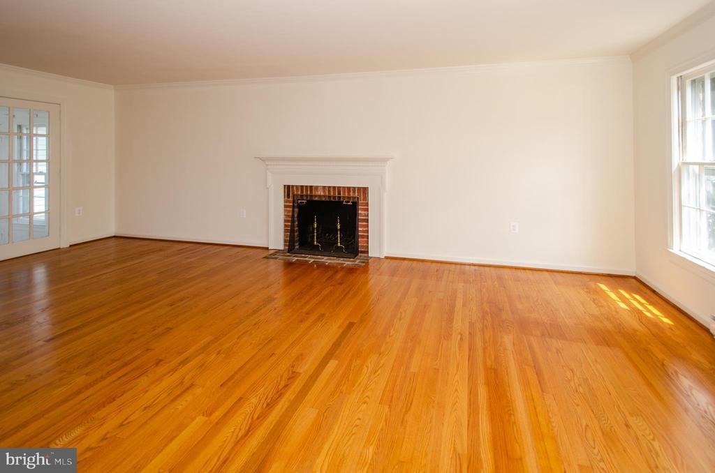 Living Room  wood burning fireplace - 101 SW MORVEN PARK RD SW, LEESBURG