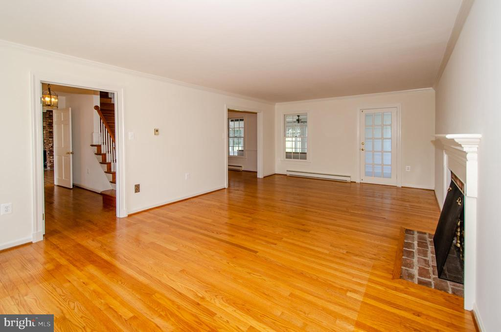View from Living room to door to foyer and DR - 101 SW MORVEN PARK RD SW, LEESBURG