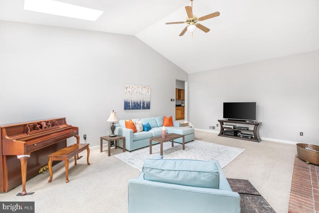 Family room - 13807 LAUREL ROCK CT, CLIFTON