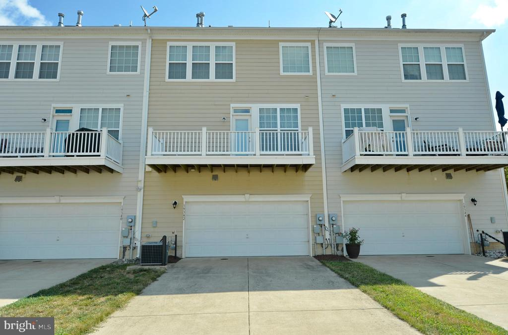 Back of Townhome, Room to park - 19342 GARDNER VIEW SQ, LEESBURG