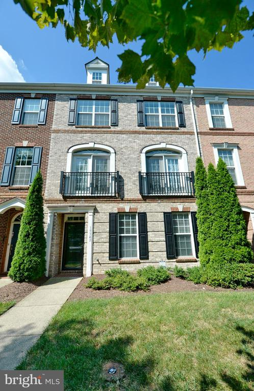Front of Townhome - 19342 GARDNER VIEW SQ, LEESBURG