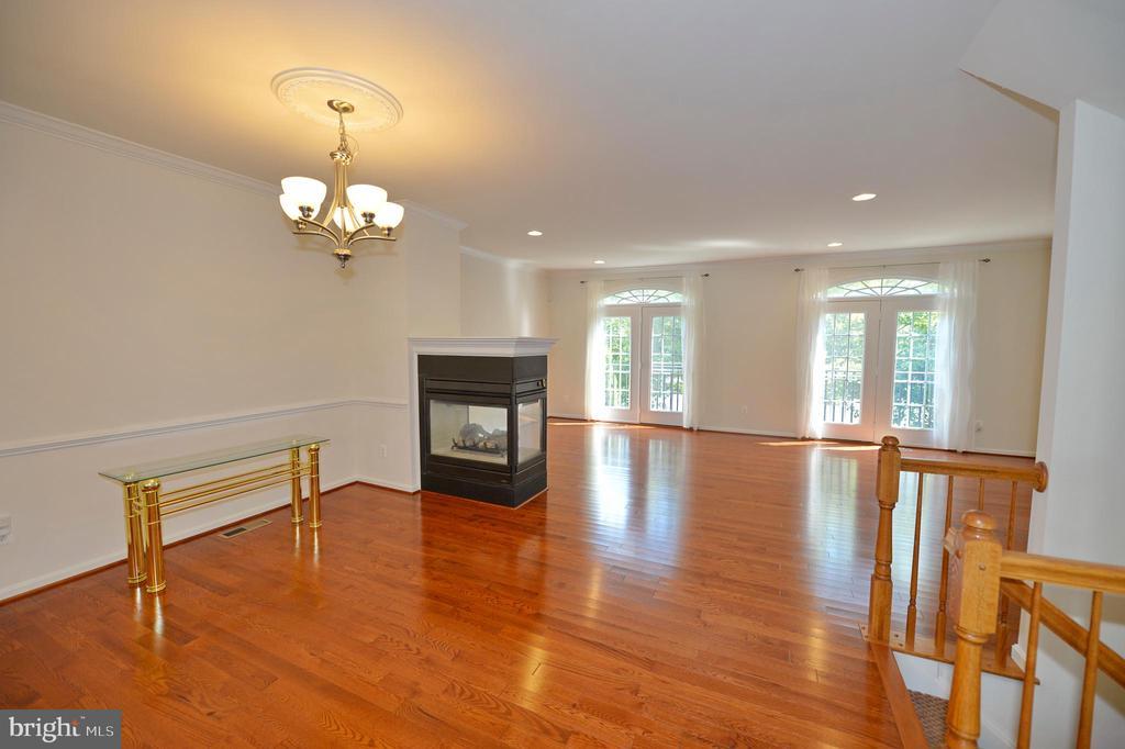 Canadian red oak hardwood floors - 19342 GARDNER VIEW SQ, LEESBURG
