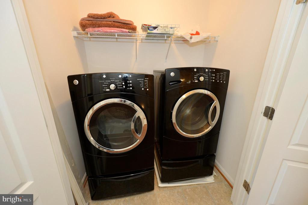 Front loading washer and dryer conveys - 19342 GARDNER VIEW SQ, LEESBURG