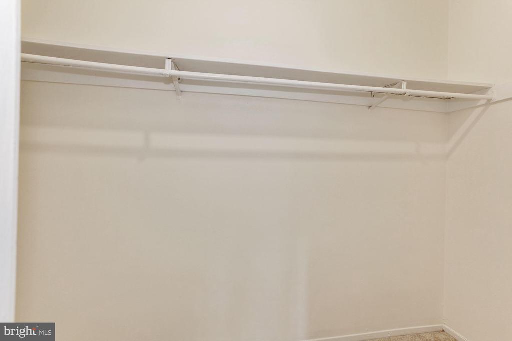 Large walk-in closet in Master bedroom - 1600 RENATE DR #301, WOODBRIDGE