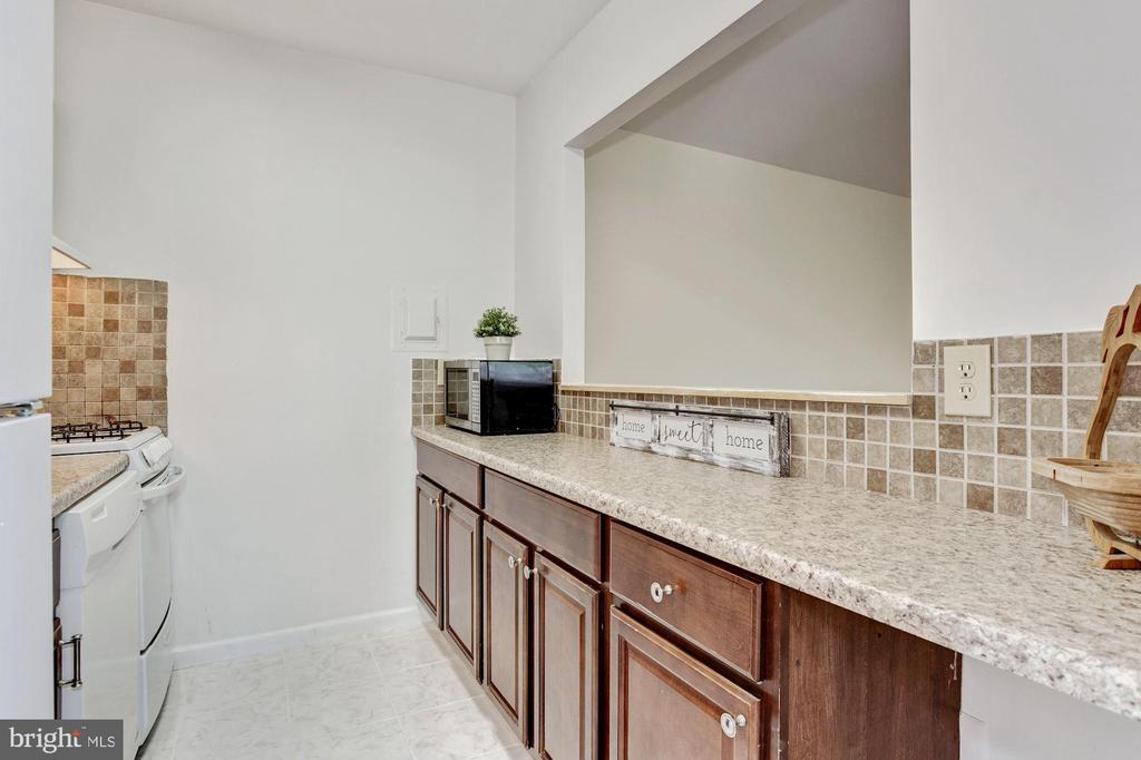 Kitchen - 1600 RENATE DR #301, WOODBRIDGE
