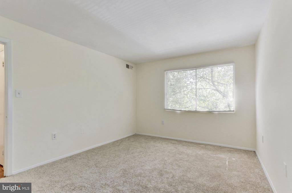 Large  master bedroom - 1600 RENATE DR #301, WOODBRIDGE