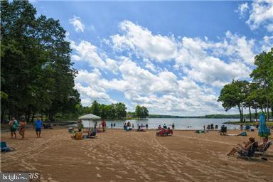 Fun and sun for everyone - 812 EASTOVER PKWY, LOCUST GROVE