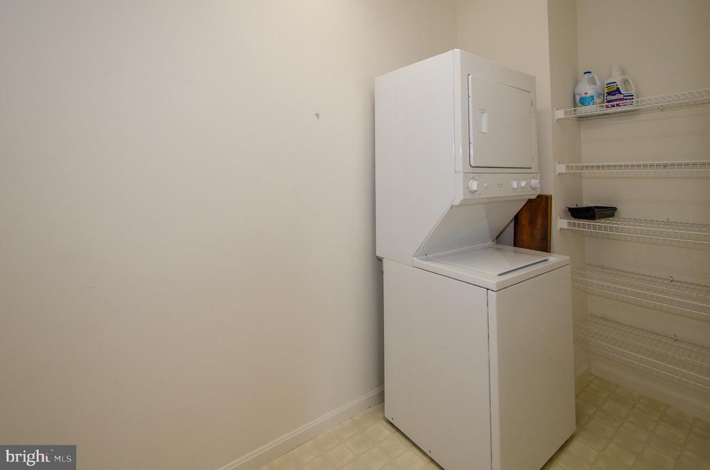 Laundry room, wire shelf - 19355 CYPRESS RIDGE TER #823, LEESBURG