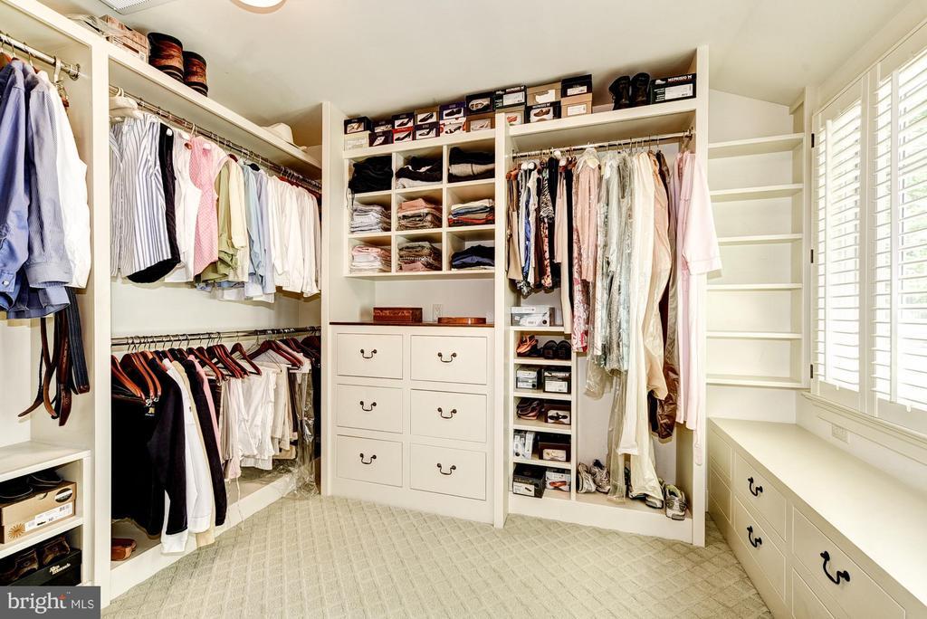 Master bedroom closet w/built ins - 2013 HOMEWOOD RD, ANNAPOLIS